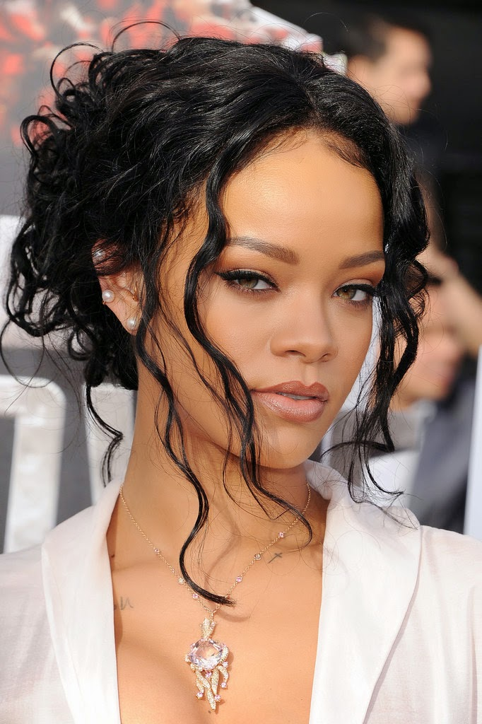 Rihanna-MTV-Movie-Awards-2014 (1)