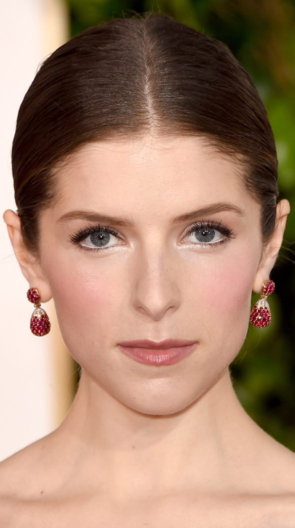 anna-kendrick-golden-globe-beauty